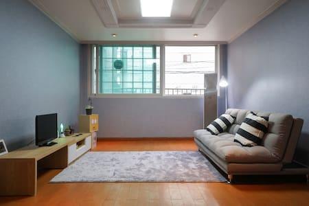 1min bus st/Cozy room - Gangseo-gu - Bed & Breakfast