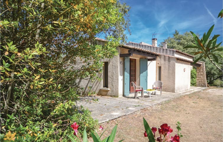 Holiday cottage with 3 bedrooms on 90 m² in St Siffret