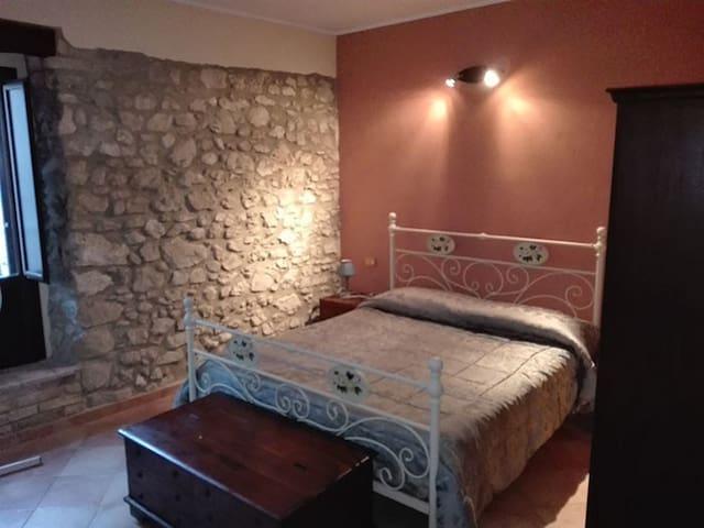 Piccolo appartamento caratteristico in borgo - Vittorito - House