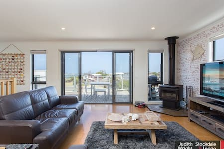 Tranquil seaview holiday house near Philip island - San Remo