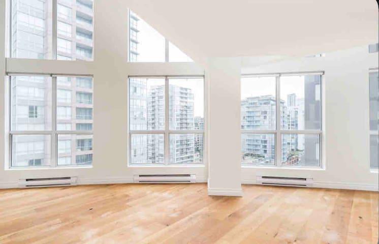 Unique New York style Loft Vancouver+wifi+Netflix