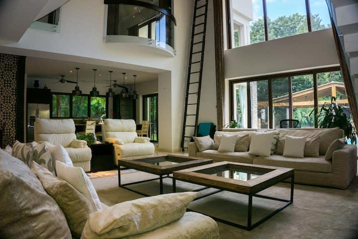 5 Bedroom & 5 Bath Villa in Playacar on the golf course