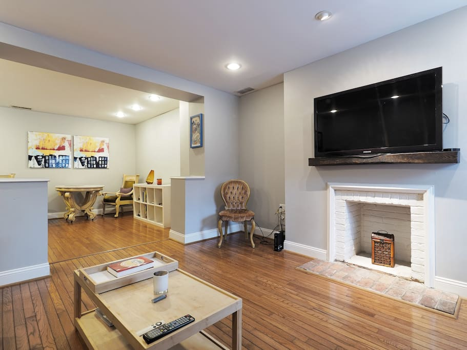 Bright & Large living room. Wall  mounted TV.