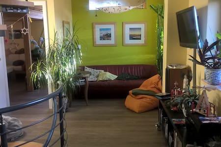 top 20 ferienwohnungen in halle saale ferienh user unterk nfte apartments airbnb halle. Black Bedroom Furniture Sets. Home Design Ideas
