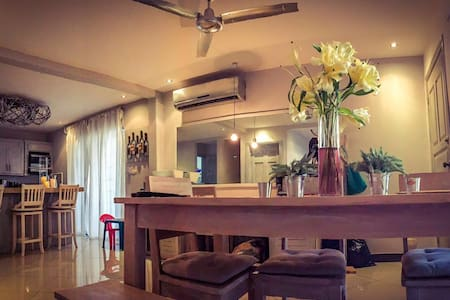 Tamarindo Beach House ~ Casa Gia~Great Location! - Casa
