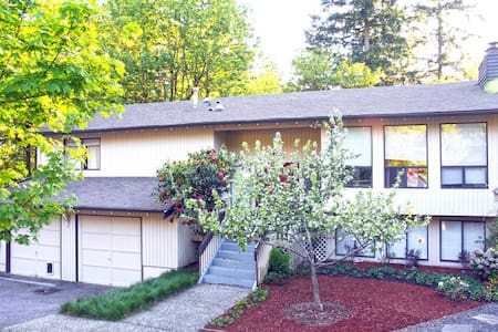 5br+ Home in Friendliest Town in US - Sammamish - Haus