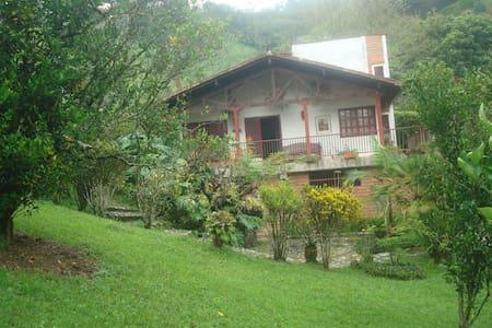 Beautifull Cabin / Hermosa Cabaña en Girardota - メデリン