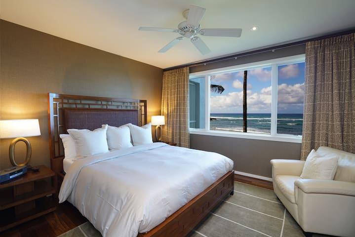 Master suite 1 with astounding view on the ocean and upgraded furnishing.