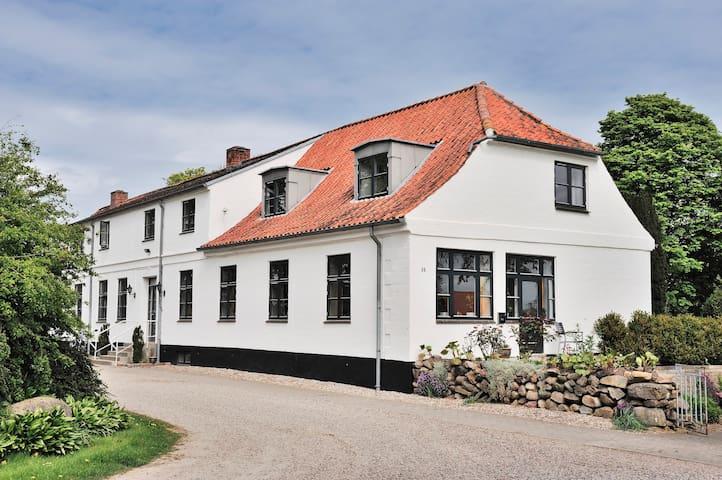Provstegården Bed & Breakfast -Double Room Terrace - Hovedgård - ที่พักพร้อมอาหารเช้า