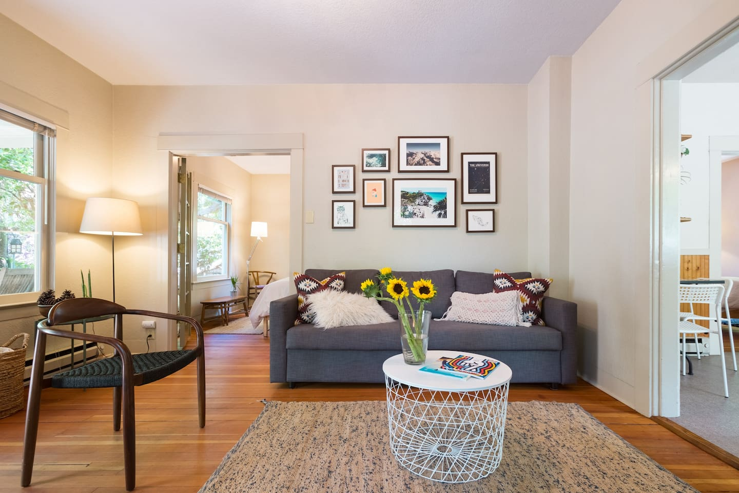 Seattle Bungalow - Steps from the Light Rail
