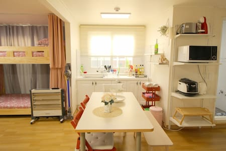 Cozy and Warm House@Free WiFi egg & T-money Card - Gangseo