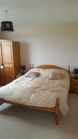 Spacious & quiet room with country views GOWER