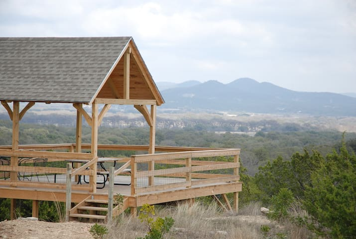 Family Home w/ Mtn Viewing Deck Near Utopia Park!