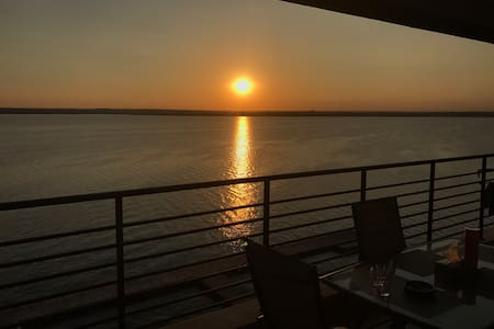 Apartment in the center of Mamaia resort overlooking the lake!