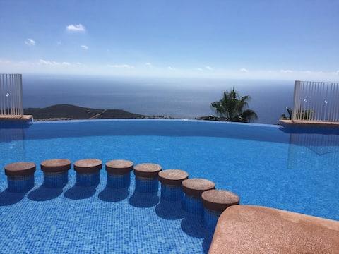 Prachtig appartement om te genieten van spectaculair uitzicht op zee.