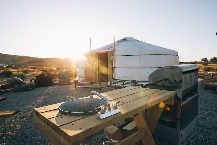 28 Palms Ranch Stargazing yurt #5