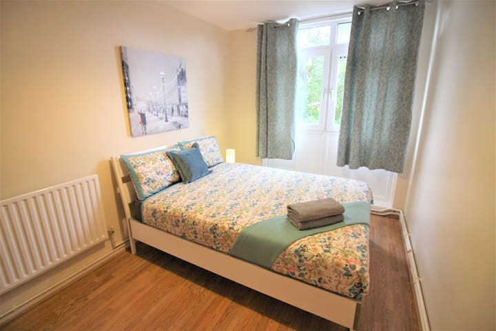 (STA-D)PRIVATE ROOM FOR 2 NEAR STEPNEY PARK