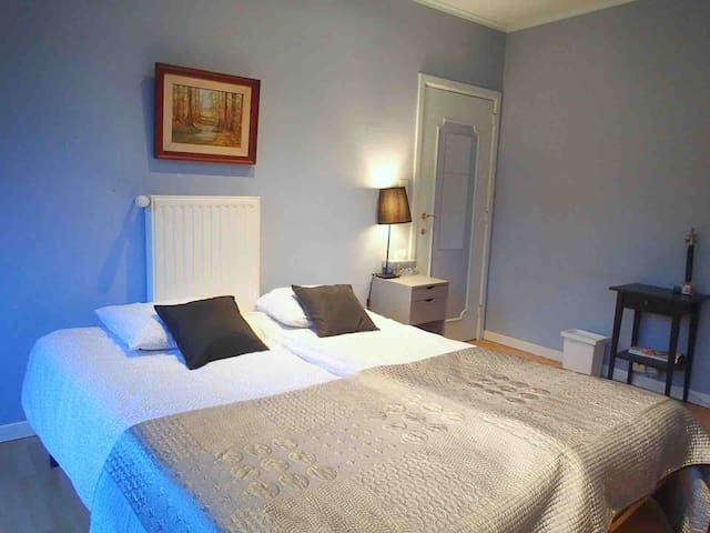 Second bedroom two single beds