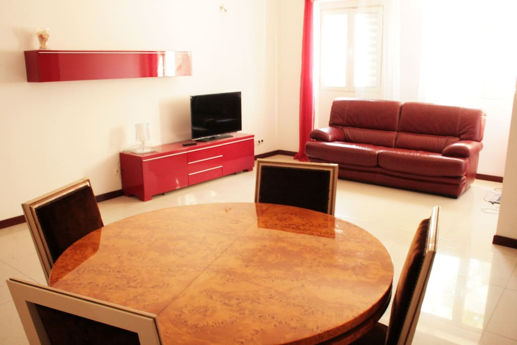 Sunny & spacious living room