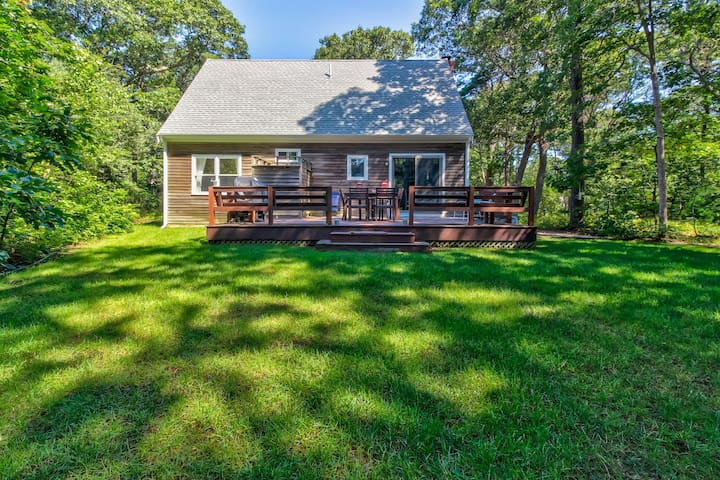 Secluded home w/great yard, deck & perfect location right by the lagoon beach!