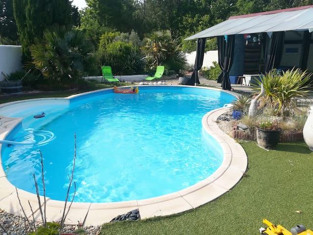 appart avec piscine privée et spa à 4 km de la mer