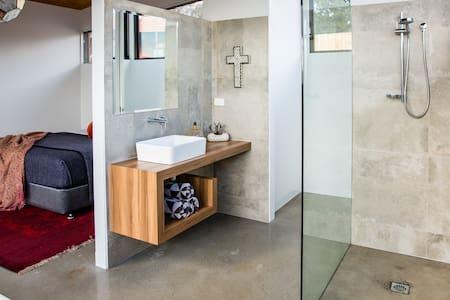 Vivere Retreat: 2 Bed Villa with Mountain Views