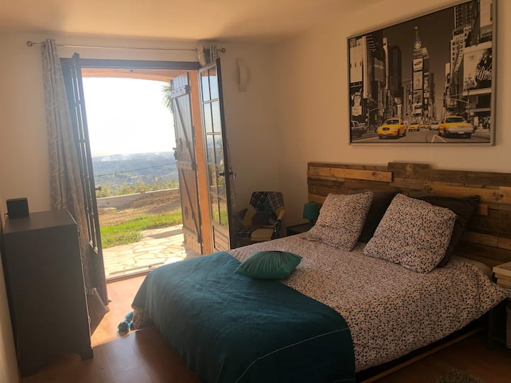 Vence, chambre avec vue mer panoramique et piscine