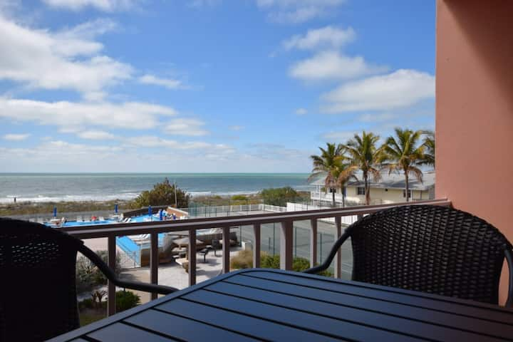 Beach Front/Free Parking/BEach Equipment/wifi 3/2