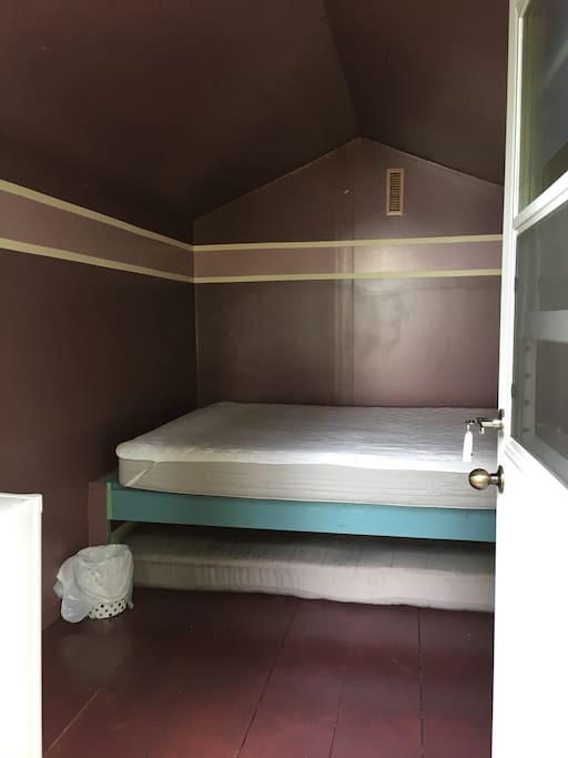 Small cabin interior. No blankets&pillows-sheets&linens are included in the basic price.