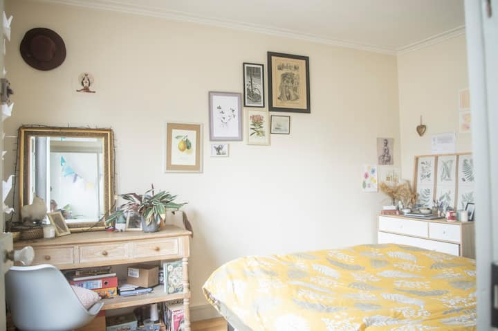 Chambre avec salle de bain à Montmartre