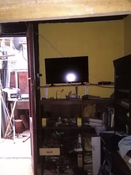 TV. Puerta de Salida a Patio interior