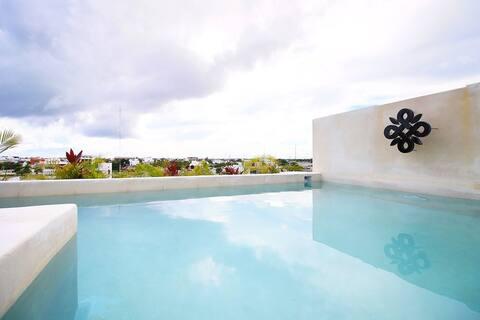 Spacious Studio w/Balcony, Pool and Parking!(z303)