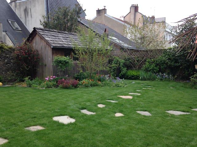 Une chambre dans un jardin! Quartier Saint Félix.