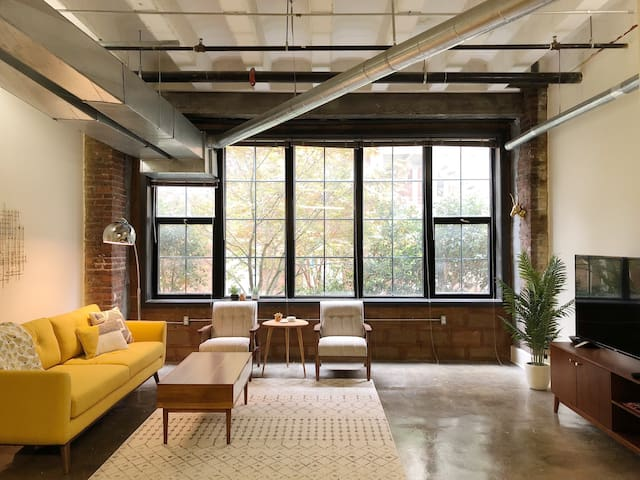 Urban Downtown Loft on Gay St