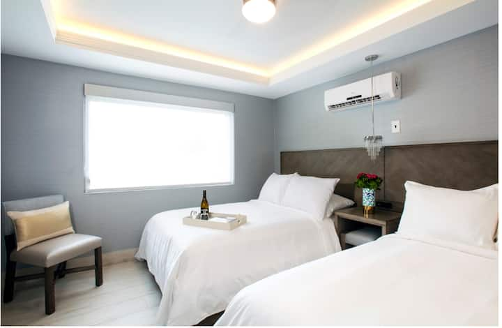 Deluxe 2 Double Full Size Beds Room