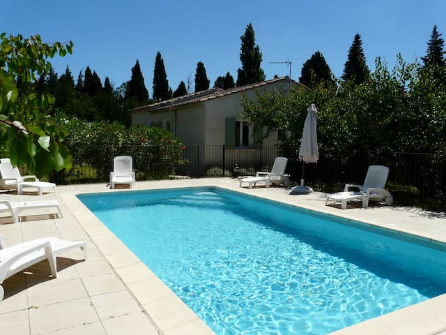 LS6-144 - Nice one-level house with private swimming pool