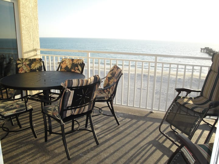 Beach Front Condo 3 bathrooms 3 bedrooms/5 beds