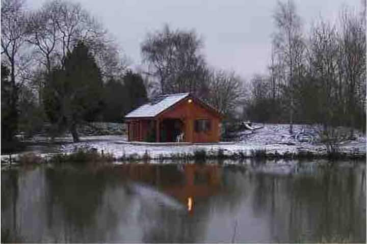 Kingfisher Cabin with Hot Tub - Relax with Nature