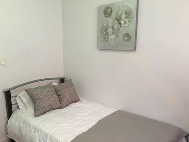 Hisckville Room 8 - Hicksville - Flat