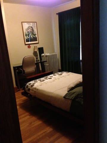 2nd Private Bedroom, Close to Bus/Train =) !!! - Malden - Apartment