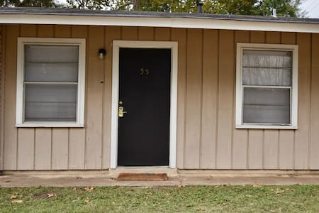 One Bedroom Apartment Walking Distance to LATech