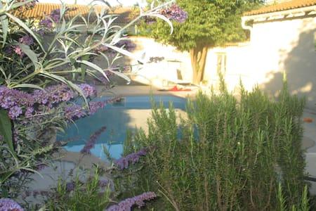 Top 20 salon de provence vacation rentals vacation homes - Loft salon de provence ...