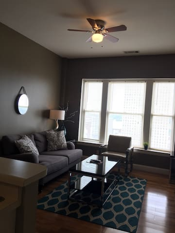 Charming 1BR Downtown Walk to Beale - Great views! - Memphis - Lägenhet