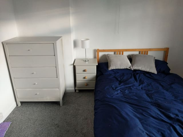 Double bedroom ,  12 minute walk to train station