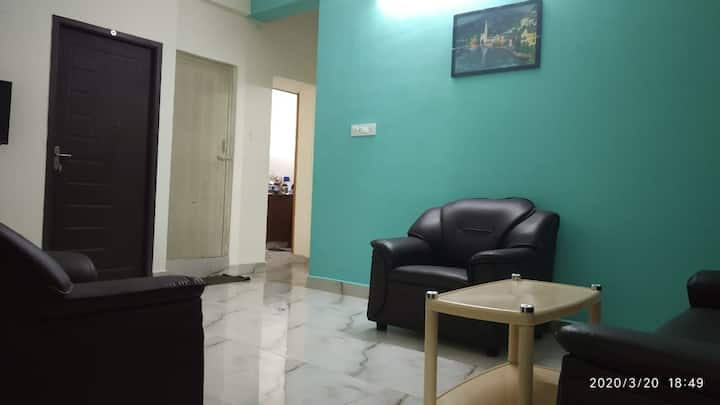 Pleasant & Spacious 1BHK. Airport 20Min/AC/TV/WiFi