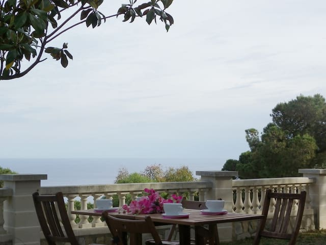 Excellent villa with garden and with magnificent sea views ref. LAURA