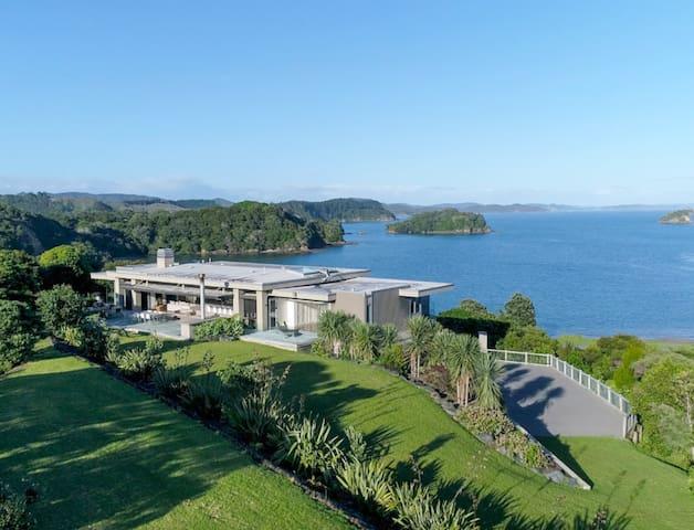 Oke Bay Beach House, Luxury in the Bay of Islands