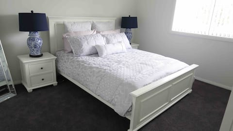 Luxury Private bedroom + 2mins from Hillsong