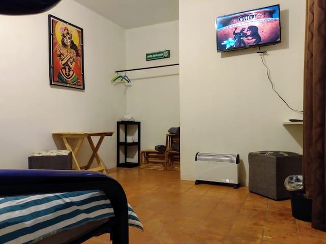 Habitación privada, zona centro; wifi, cochera