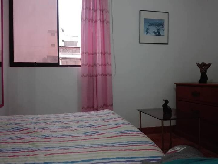 cómoda  habitación en casa familiar
